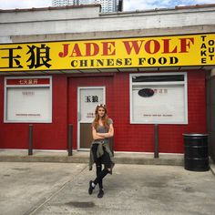Shadowhunters: Look who stopped by the Jade Wolf at @NY_Comic_Con - our very own @Kat_McNamara. #ShadowhuntersNYCC