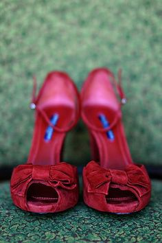 Peep toe bows