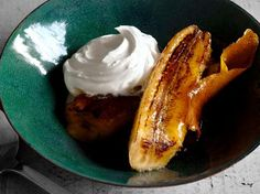 Bananas Flambe : In less than 10 minutes you can go from craving to consuming these golden, glazed bananas, flavored with vanilla and citrus and served with a flaming rum sauce. Top Recipes, Fish Recipes, Whole Food Recipes, Baking Recipes, Recipies, Just Desserts, Delicious Desserts, Dessert Recipes, Party Recipes