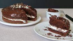 Succombez à la douceur de ce moelleux au chocolat garni d'une onctueuse crème au lait. Un dessert simple et rapide pour une fin de repas gourmande.