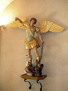 France - Abbaye Bénédictine de Saint-Sever, dans les Landes:  l'Archange Saint Michel