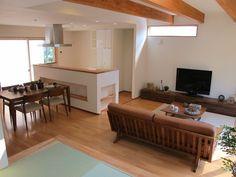 ナチュラルな空間にウォールナット無垢材の家具で統一したリビングダイニング空間をご紹介 の画像|家具なび ~きっと家具から始まる家づくり~