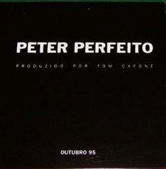 """Este é um CD Promo da banda brasiliense Peter Perfeito foi lançado pela Rock It!/ Virgin em outubro de 1995 com três faixas produzidas por Tom Capone, sendo duas versões para """"Cabecinha No Ombro"""" de Paulo Alves Borges que foi rebatizada com o singelo título de """"Encostar A Cabecinha"""" e a faixa autoral """"Antonieta"""". Faixas…"""