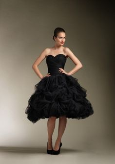 Ball Gown Sweetheart Strapless Knee-length in Organza Wedding Dress