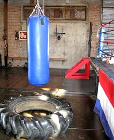The Duce's retro gym gets locals sweating with a back-to-basics exercise program. Gym Interior, Interior Design, Gym Setup, Gym Design, House Design, Kickin It Old School, Downtown Phoenix, Boxing Gym, Retro Gym