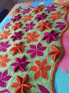 Ravelry: Project Gallery for Hexagon Kaleidoscope pattern by Svetlana Gordon Mehr Knitting Stitches, Hand Knitting, Knitting Patterns, Knitted Afghans, Knitted Blankets, Crochet Home, Knit Crochet, Knitting Projects, Scrappy Quilts