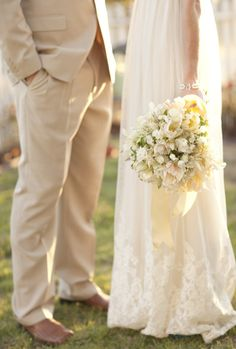all-things-bright-and-beyootiful:  Floral Design: Camilla Flowers; Photography: Allyson Magda