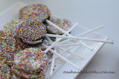 kids party food: oreo pops #oreopops #onehandedcooks #kidsparty #party