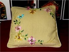 Bordados con cintas cojín con flores - YouTube Embroidery Flowers Pattern, Silk Ribbon Embroidery, Flower Patterns, Sewing Patterns, Punch Needle Patterns, Hand Embroidery Videos, Flower Images, Diy Crochet, Hand Sewing