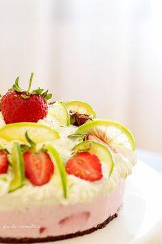 Tort vegan de îngheţată cu cocos şi căpşuni Raw Vegan Recipes, Vegan Food, Different Cakes, Easy Cake Recipes, Sponge Cake, Food Cakes, 4 Ingredients, Coco, Pie