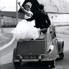 2CV wedding car  http://www.pinterest.com/adisavoiaditrev/