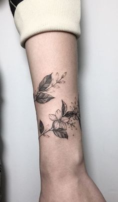 Like the wrap around vine forearm tattoos, tattos, armband tattoos, sleeve tattoos, Mini Tattoos, Body Art Tattoos, Sleeve Tattoos, Tattoo Art, Big Tattoo, Leaf Tattoos, Shaded Tattoos, Tattoo Sleeves, Tattoo Fonts