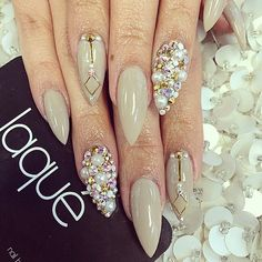 Whether you need a set of claws for protection or you just want to be on top of your nail game, stiletto nails are on point. Sexy Nails, Dope Nails, Fancy Nails, Bling Nails, Fabulous Nails, Gorgeous Nails, French Nails Glitter, Glitter Nails, Laque Nail Bar