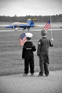 Waiting for The Blue Angels. Can't wait to see them in my back yard 🇺🇸 I Love America, God Bless America, American Pride, American Flag, American Spirit, American History, Native American, Memorial Day, Us Navy Blue Angels