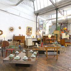 In een oud fabriekspand in de negentiende-eeuwse gordel van Gent vind je Depot09. Een twintigtal vintagehandelaren vonden er een vast stek en bieden er 20ste - eeuws design, industriële elementen, ...   www.depot09.be