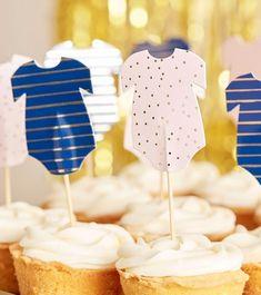 Damit deine Babyparty-Cupcakes noch süßer werden, haben wir hier wunderschöne Babybody-Picks, die du, on top, zur Krönung auf deine Leckereien setzen kannst. Perfekt für die spannende Gender Reveal Enthüllungsfeier oder die Babyparty für ein kommendes Zwillingspaar geeignet. Aber auch für die neutrale Babyparty ein echter Eyecatcher Reveal Parties, Neutral, Desserts, Products, Pink, Cupcake Liners, Baby Shower Cupcakes, Boy Or Girl, Dinner Napkins