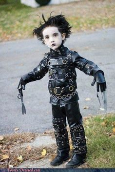 Edward Scissorhands... such a great costume! !
