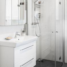 Valkoinen kylpyhuone ja tilava sauna │ Laattapiste #kylpyhuone #valkoinen #laatta #kylpyhuoneremontti #suihkuovet #suihkunurkka #allaskaappi #peilikaappi Single Vanity, Home, Vanity, Bathroom Vanity, Bathroom, Bathtub