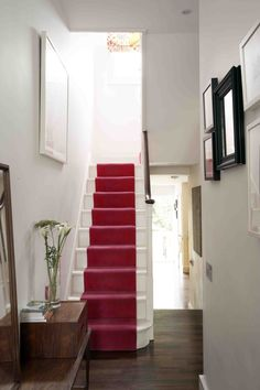 Stylish stair carpet ideas and inspiration. So you can choose the best carpet for stairs.Quality rug for stairs, stairway carpets type, etc. Hallway Carpet Runners, Cheap Carpet Runners, Stair Runners, Textured Carpet, Patterned Carpet, Stairway Carpet, Hallway Pictures, Hallway Ideas, Hallway Colours