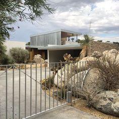 Kaufmann Desert House by Richard Neutra. #richardneutra #kaufmannhouse #modernism #greatarchitecture #trueinspiration #palmsprings