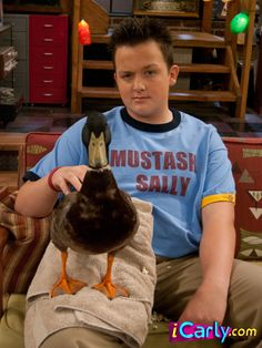Gibby- I love the ICarly show :) Funny Profile Pictures, Reaction Pictures, Cool Pictures, Gibby Icarly, Icarly And Victorious, Photo Wall Collage, Wallpaper Iphone Cute, Really Funny Memes, Fb Memes