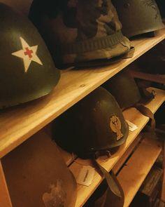 Qualche #elmetto #helmet #helmets #rievocazione #ww2 #secondaguerra #secondaguerramondiale #reenactment #reenactor #secondworldwar #militaria #storia #collezionismo #livinghistory #collezione #lineagotica #lineagotica negozio #elmetti #history #storiamilitare