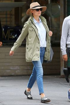Diane Kruger in Cropped Ankle Jeans - Celebrities in Denim Jeans