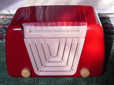 Motorola Model 68-X-11 Plastic Table Radio (1949)