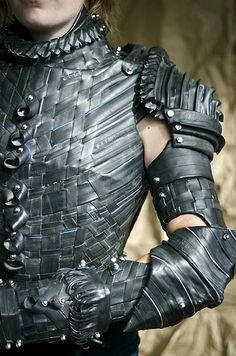 Rubberized Bicycle Tube Armor for Joan of Arc - OCCASIONS AND HOLIDAYS - Hi Guys!This is a suit of armor made entirely out of cardboard and bicycle tubes, styled after the style of armor that Joan of Arc would have worn. Tyres Recycle, Recycled Tires, Reuse Recycle, Reduce Reuse, Recycled Crafts, Recycled Materials, Vetements Clothing, Tire Art, Costume Armour