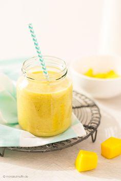 Ab sofort verrate ich euch hier einmal in der Woche ein neues Smoothie-Rezept. Heute geht es los mit einem Rezept für ein Mango Smoothie mit Kiwi und Nüssen