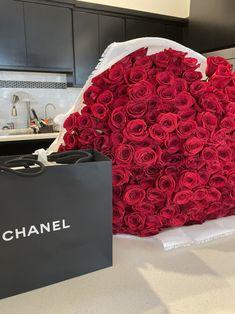 Birthday Goals, Girl Birthday, Beautiful Bouquet Of Flowers, Beautiful Flowers, Disco Party Decorations, Bougie Black Girl, Luxury Couple, Luxury Lifestyle Women, Luxury Flowers