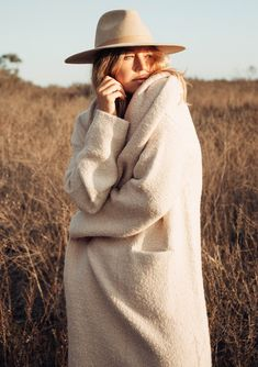 cozy outfit idea you need to wear in winter 7 Boho Fashion Winter, Editorial Fashion, Fashion Trends, Fashion Hats, Fashion Edgy, Fashion Styles, Fashion Clothes, High Fashion, Sombreros