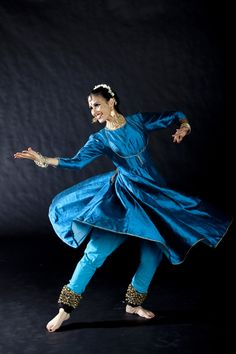 kathak - Mayuri buy for contact whats app prices 4 pc srts dress jacket chudidar duptta ,fabric Bangalore silk Kathak Costume, Kathak Dance, The Art Of Storytelling, Indian Photoshoot, Indian Classical Dance, Kinds Of Dance, Amazing India, Dance Movement, Dance Poses