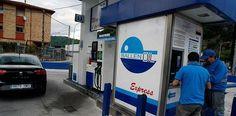 Las gasolineras low cost rebajan entre 5 y 9 céntimos el precio del litro de carburante