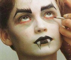 Halloween Make-up ~ Die magische Welt der Träume - halloweenspidermakeup Maquillaje Halloween Dracula, Maquillage Halloween Vampire, Face Painting Halloween Kids, Halloween Makeup For Kids, Kids Makeup, Halloween Looks, Boy Vampire Makeup, Dracula Makeup, Vampire Dracula