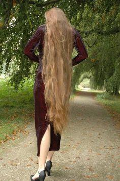 Long Hair Problems and Benefits Beautiful Long Hair, Gorgeous Hair, Beautiful Women, Long Hair Problems, Rapunzel Hair, Long Locks, Very Long Hair, Hair Photo, Hair Pictures