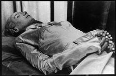 El cadaver embalsamado de Eva Perón.