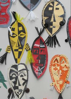 African Masks symmetry paper craft middle upper primary create symmetrical art that has unity African Art For Kids, African Art Projects, African Crafts, Pintura Tribal, Afrique Art, 3d Art, 6th Grade Art, Ecole Art, School Art Projects