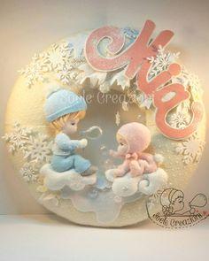 Fiocco nascita per Mia ❤  Un fiocco innevato per una dolce bimba venuta al mondo in Abruzzo in questi giorni di grandi nevicate.  #teramo#abruzzo #creazioniartigianali #fattoamanoinitalia #fattoamano #handmade #fattoamanoconamore #pannolenci #creativemamy #spilloemirtillo#lemaddine #instamamme #maternita #neve