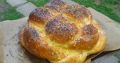 A barhesz vagy hálá (challah) a zsidó konyha süteménye, burgonyás kelt fonott kalács vagy fonott kenyér. A zsidó étkezési hagyom... Hungarian Recipes, Challah, Bagel, Macarons, French Toast, Bread, Breakfast, Erika, Foods