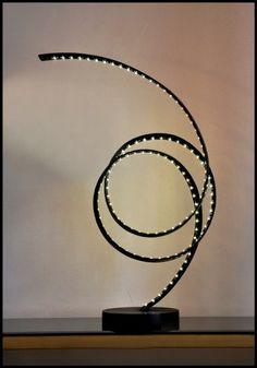 Lampe sculpture De Rivera , sculpture en acier, ruban LED.