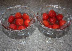 Čokoládový pohár s jahodami, Poháre, pudingy, krémy, recept   Naničmama.sk Ale, Raspberry, Fruit, Food, Ale Beer, Essen, Meals, Raspberries, Yemek