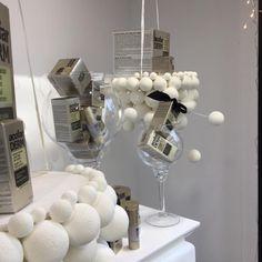 Escaparate Navidad Farmacia, Compartido por Beatriz García Iglesias.