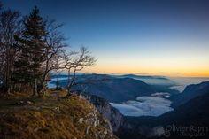 Lueur du matin - Lever de soleil sur le canton de Neuchâtel depuis le Creux du Van. Canton, Grand Canyon, Vans, Celestial, Mountains, Sunset, Nature, Travel, Outdoor