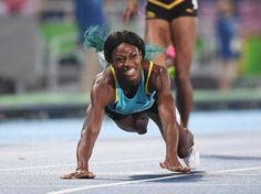 la Bahaméenne Shaunae Miller décroche l'or du 400 m en se jetant littéralement sur la ligne d'arrivée.