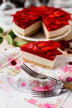 Gitta nyersétel blogja: eper Vegan Cheesecake, Panna Cotta, Waffles, Breakfast, Ethnic Recipes, Food, Morning Coffee, Dulce De Leche, Essen