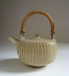 DAVID-LEACH-Lowerdown-Pottery-FLUTED-TEAPOT-1960s-Cane-Handle-Studio-Stoneware