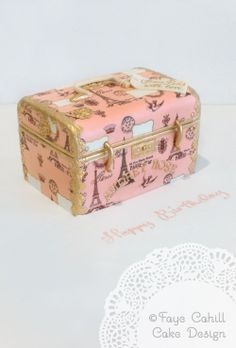 The classic Parisian look: This would be the PERFECT birthday cake for me!