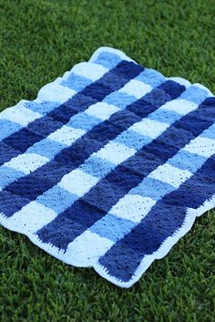 Gingham is hot this spring! Make this beautiful crochet picnic blanket by Sewrella with 24/7 Cotton!
