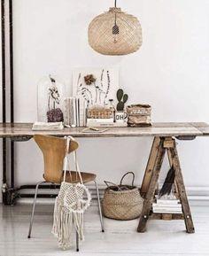 le bois et les couleurs naturelles , bureau tréteaux, suspension en rotin